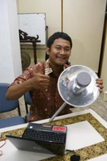 Winastwan Gora, DBE 2 Education Technology Officer seusai demonstrasi perakitan antenna wi-fi menggungakan bahan-bahan sederhana