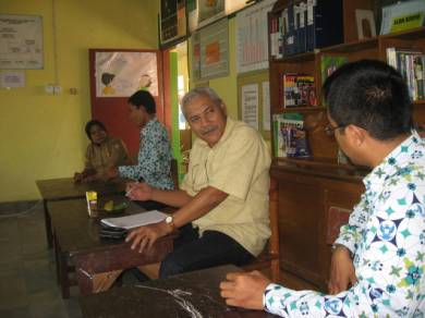 Toto Purwanto dari British Council, Teluk Bintuni Papua Barat berbagi pengalaman dengan pengurus PSBG