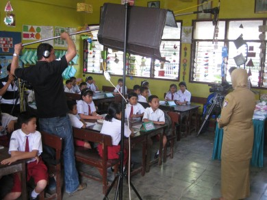 Suasana pengambilan gambar di ruang kelas