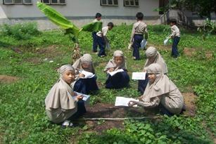 Pemanfaatan lingkungan sebagai sumber belajar perlu mempertimbangkan kesesuaian dengan tujuan dari pembelajaran itu sendiri