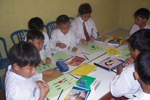 Dengan menciptakan lingkungan belajar yang ramah, semua anak, dapat belajar secara efektif