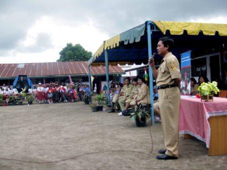 Kadis Pendidikan Dairi  Drs. DT Padang MM memberikan sambutan