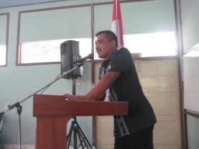 Kepala Dinas Pendidikan (Disdik) Blora, Winoto, S.H sedang memberikan sambutan pada pembukaan pelatihan